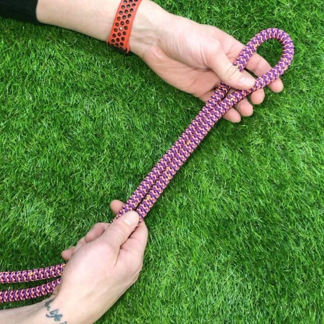 The classic figure of eight knot is another termination example if your rope isn't spliced. Used extensively in recreational climbing but can be used for arboriculture 🧗🌳🌲         Please ensure knots are dressed correctly & a suitable stopper knot is tied.    •     •     •     #honeybrothers #arboristknots #arb #figureofeight #arborist #arbknots #climbing #treeclimbing #treesurgery #treesurgeon #arbgear #arbvideos