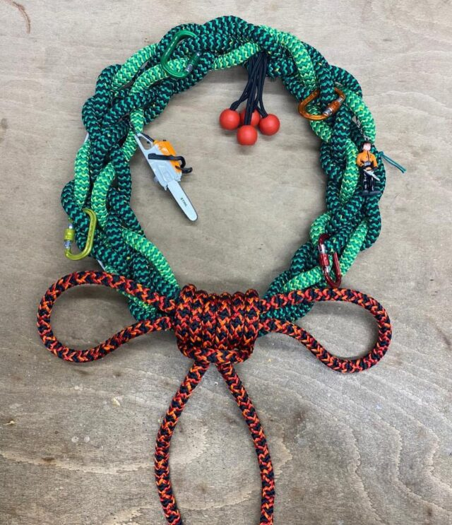 🎅🎄Time to get festive! 🎅🎄  To raise money for our local homeless charity @guildfordaction ,  Lee Cole has created this one-off Christmas wreath from ropes and arb accessories 😍  The Wreath measures roughly 12 inches x 12 inches and is made using Yale Poison Ivy and Poison Hi-Vy and also features some DMM XSRE tool clips, ART retriever balls, Stihl keyrings & a bow made from Cousin Black Widow.  If you want to get your hands on this festive wreath with an arb twist then place your bid on our eBay listing ✏️ - all proceeds will go to Guildford Action   Link to eBay in the bio on our page or can be found on Facebook 👍