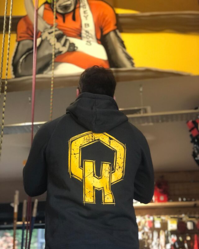All of our HB merch features high-quality garms with our eye-catching branding for every-day wear.  👉 Beanie £14.99 ex vat  👉 Hoodie £37.50 ex vat  👉 Winter bundle with beanie, hoodie, & bottle £59.99 ex vat  #honeybrothers #honeybros #hb #arbmerch #arborist #arb #arblife #arbgear #arbkit #treesurgeon #treeclimbing #trees