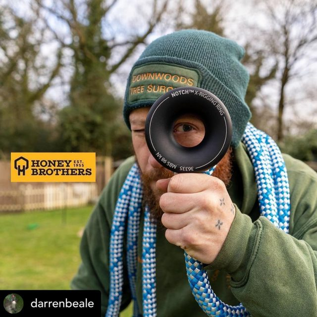 🧐 Posted @withregram • @darrenbeale Thanks to @honeybros_com for the notch x-rigging ring. Video coming soon 🤙🏻 @notchequipment  #downwoodstreesurgery #honeybrothers #notchxring #notchxriggingring #treesurgeon #treesurgery #treegear #arbequipment #treeriggingequipment