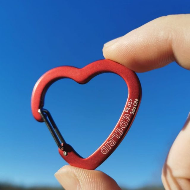 It's sunny and we're feeling the love with these heart shaped tool clips from @team_edelrid - available now! ❤️#edelrid #honeybrothers #honeybros #hb #toolclip