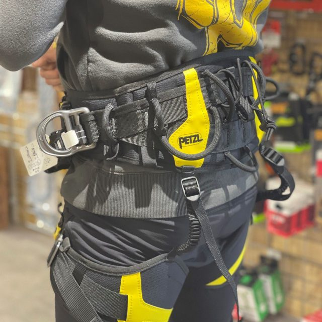 This week the Petzl Sequoia harnesses are on special offer, 20% off RRP at £225.60 ex VATAs quoted from Sean 'really comfortable harness and if I needed a new one, I'd get this!' ✌️#petzl #honeybrothers #honeybros #petzlharness #sequoiaharness #arb #arblife #arbgear #arbharness #arborist #treesurgeon #treeclimber