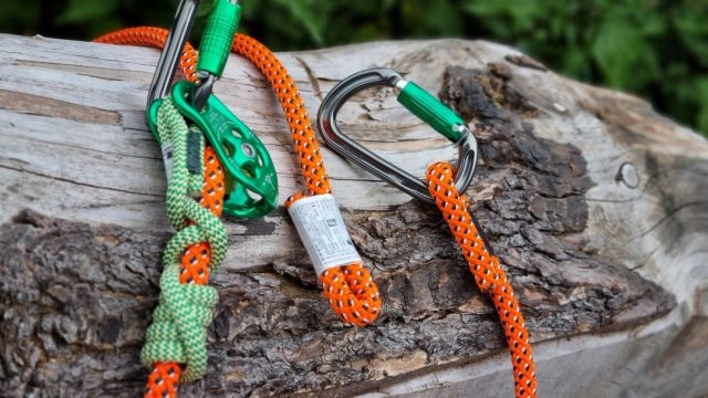 Teufelberger HipSTAR Flex Light 12.7mm ✨  Certified multi-functional length adjustable lanyard that takes advantage of the hitch climber system.  #honeybros #honeybrothers #teufelberger #hipstarflex #arborist #arbgear #arboristlanyard #arbclimber #climbinggear #treeclimber #treesurgeon #arblife