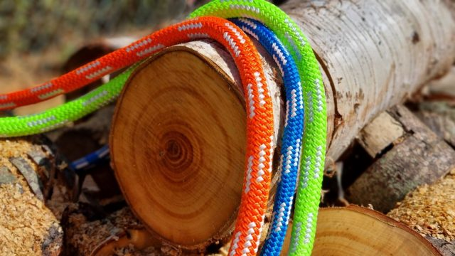 Courant Maona rigging ropes.   Specially designed for rigging and lowering operations and made with custom easily seen colours. 🧡💙💚  #honeybros #honeybrothers  #arborist #rigging #treesurgeon #treework #arblife #arboriculture #courant #courantmaona #riggingropes