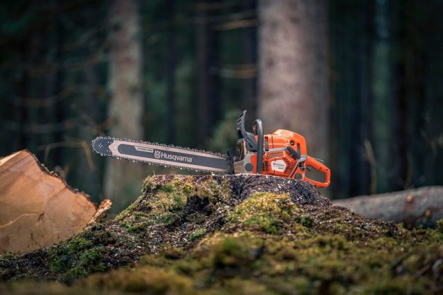 Coming September 2021 from @husqvarnauk 🔥  585XP and 592XP / XPG Chainsaws  More powerful, efficient, and reliable than chainsaws in its class.  Click through to the product to see more and put your name on the waiting list. 🖱️  #honeybros #honeybrothers #arborist #husqvarna #treesurgeon #treelife #arblife #chainsaws #arbclimber #forestry