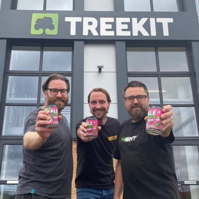 Woody dropped in to see our friends @treekitarb yesterday and shared abit of @tree_punk love 🌳💀   Arborists stick together 🤘  #treepunk #treekit #honeybros #honeybrothers #arborist #arb #arbgear #arbsupplier